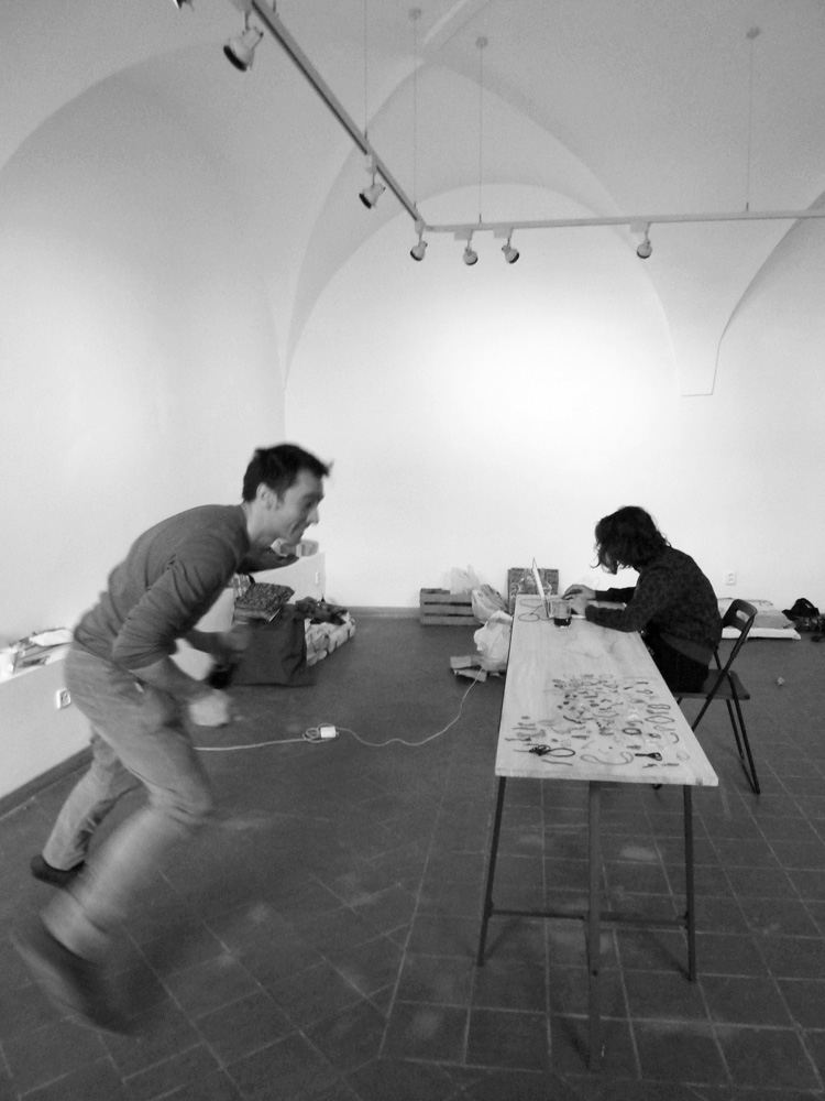 Milos Tomic i Isidora Nikolic. galerija AMU, Prag, 2013, foto  Ivan Petrovic