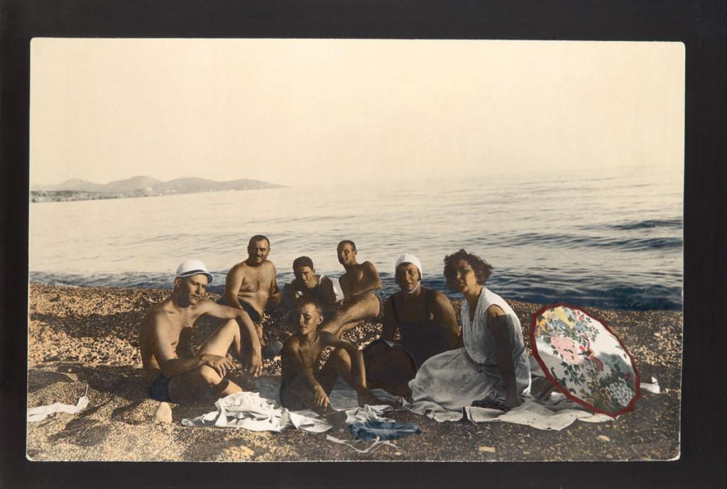 Jadransko more 2011-2012, crno-bela reprodukcija na klasičnom foto papiru bojena olovkama u boji, 98,3x146,43cm.