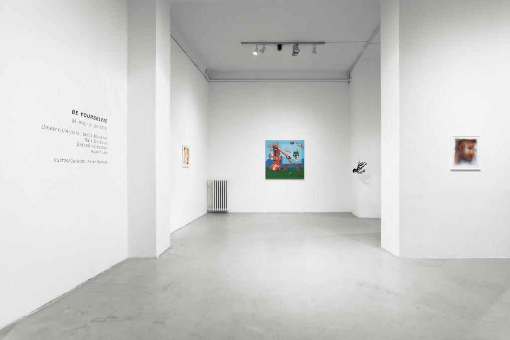 12Be yourselfie - U10 - Installation view - photo - Aron Weber
